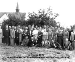 JG 1902 vor Friedhofkapelle um 1960