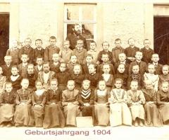 JG 1904 an der alten Schule