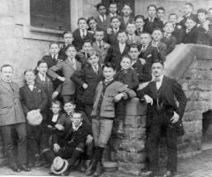 JG 1907/08 mit Lehrer Lindenberger
