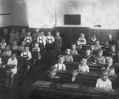 JG 1918 Knabenschule Schweinheim Einschulung