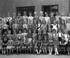 JG 1944/45 Kindergarten Schwester Birina