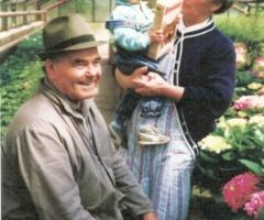 Syndikus Wilhelm 06 mit Ehefrau und Enkeltochter Anna 2000