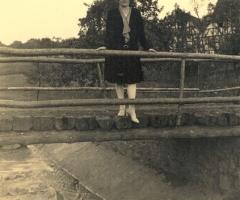 Weigand Regina auf der alten Hensbachbrücke 1950