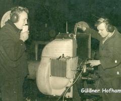 Gueldner_Mitarbeiter_Montage_Motor_Hofhammer