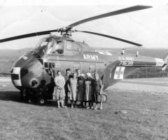 Landfrauen vor US-Hubschrauber im Neurod 1964