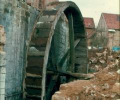 Dorfmühle 1977 Abriss 08 Mühlrad