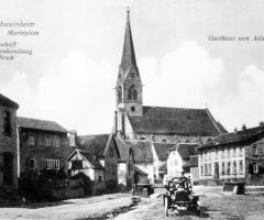 Marienstr Dorfplatz mit Schnauferl
