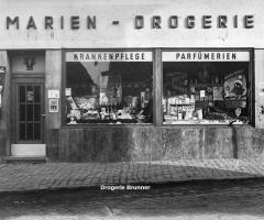 Marienstr Drogerie Brunner Schaufensterfront